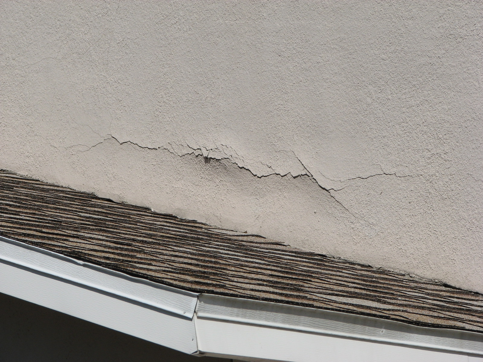 Let Sierra Remodeling repair your exterior stucco walls before your interior walls are damaged!