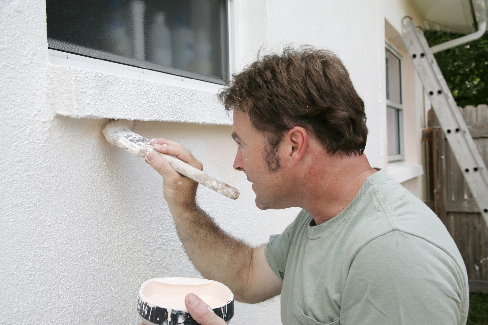 Our Sierra Remodeling painters cut in and edge around your exterior windows with care.